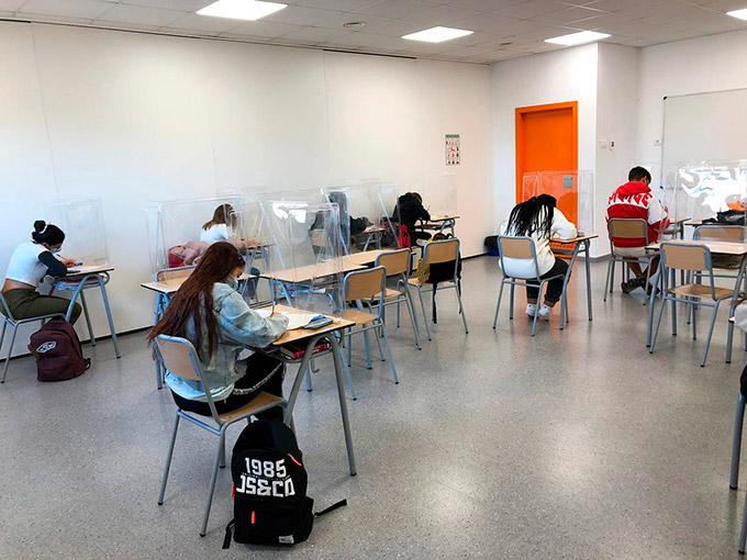 Colegio Aquila · The Aquila Times #0